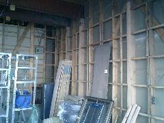内壁を撤去しました。ありゃ、やっぱり筋かいの場所が図面と違う・・・